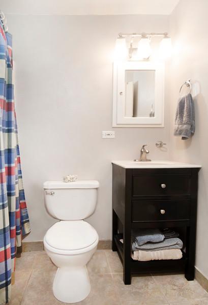 ADJ BathroomDSC_4263.jpg