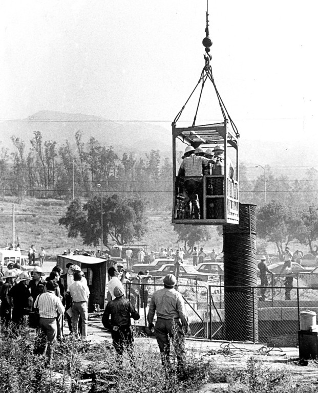 . Workmen are lowered into ventilation shaft leading to main tunnel in rescue effort at Sylmar explosion site.  Daily News file photo