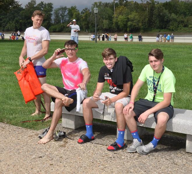 160917 Family Weekend Tube Race teams in front of Clark Memorial (15).JPG