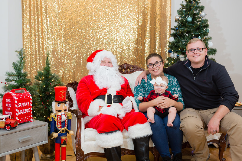 FADS Picture with Santa-339.jpg