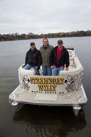 MGM 1212 11047 Pontoon Boat trip