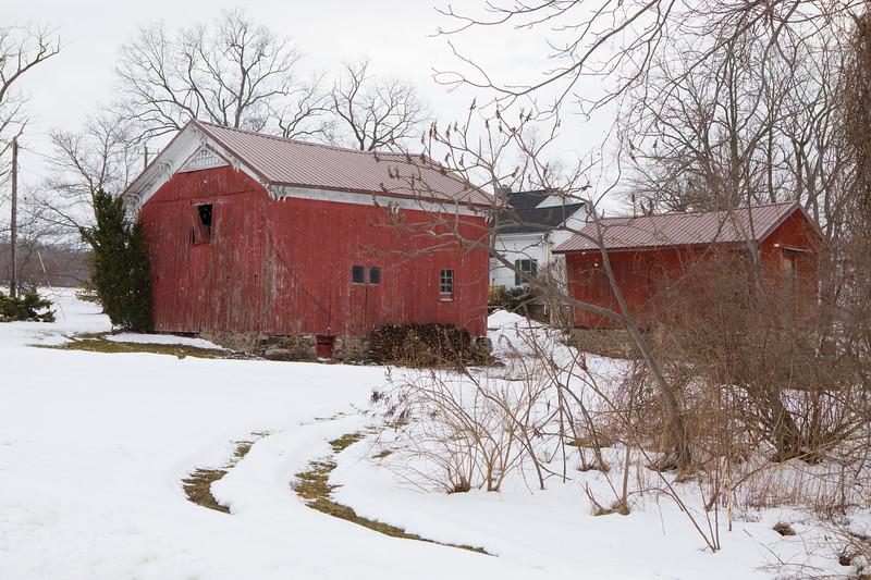 naigara and barns, snow-7208.jpg