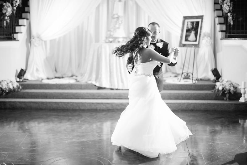 0892_Josh+Lindsey_WeddingBW.jpg