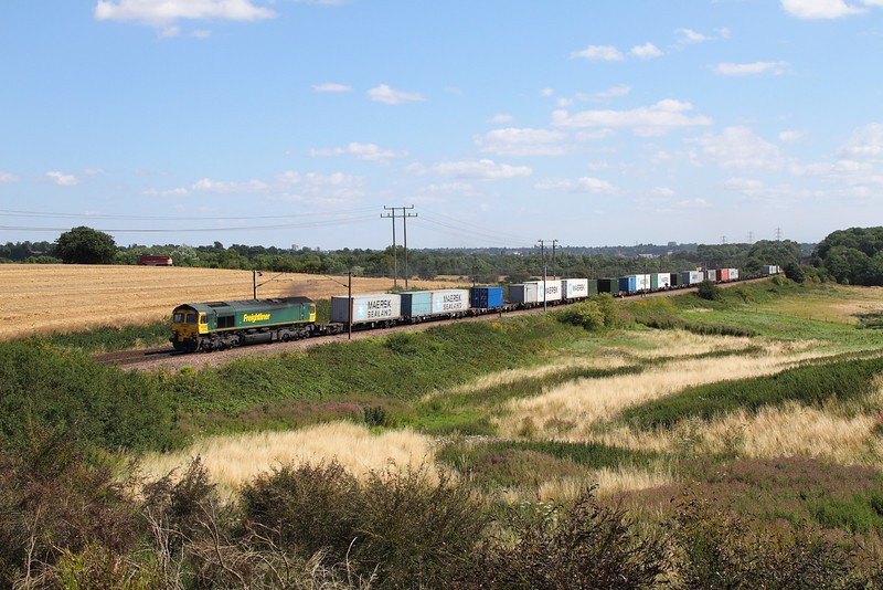 66516 on the 4R97 Felixstowe to Tilbury at Belstead Bank on the 4th August 2015.JPG