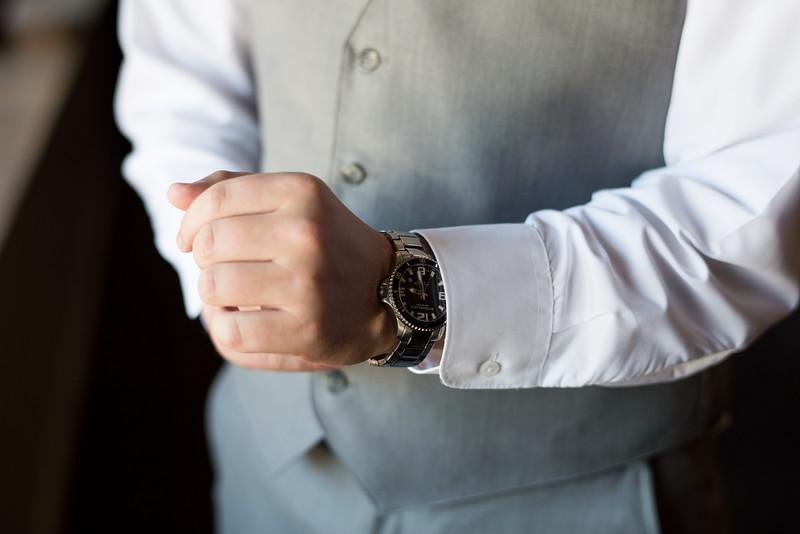 groom-watch (21 of 28).jpg