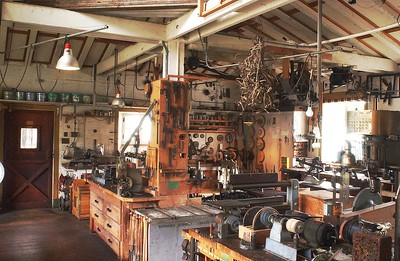 Garages-Workshops-Toolsheds