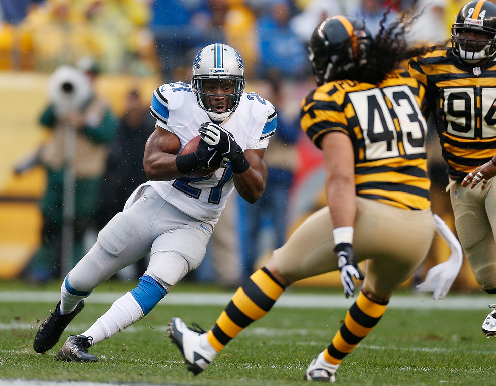 . Reggie Bush #21 of the Detroit Lions looks to avoid the tackle of Troy Polamalu #43 of the Pittsburgh Steelers during a first quarter run at Heinz Field on November 17, 2013 in Pittsburgh, Pennsylvania.  (Photo by Gregory Shamus/Getty Images)