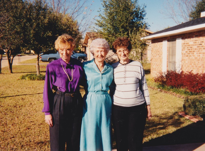 1987ish Bitsy and Aunt Olive Conti with Annie.jpg