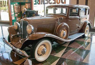 Auburn Model 8-105