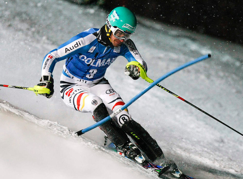 . Felix Neureuther of Germany skis to place second in the men\'s World Cup Slalom skiing race in Val d\'Isere, French Alps, December 8, 2012.    REUTERS/Emmanuel Foudrot