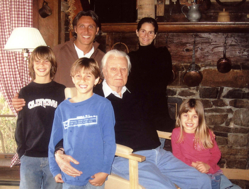 . In this undated photo provided by Tullian Tchividjian, Tchividjian, back left,  is shown with, from left, his sons Nate, Gabe, his grandfather Billy Graham and wife Kim and Daughter, Genna.  (AP Photo/Courtesy of Tullian Tchividjian)