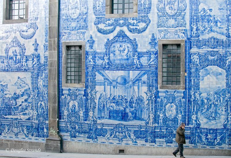 Fri 3/18 in Porto: Huge tile mural on Capela das Almas on Santa Catarina Street