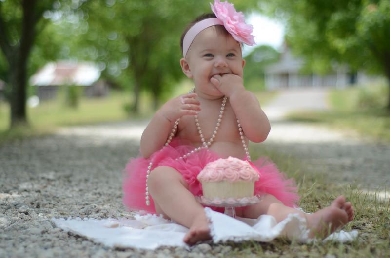 Emma Cake Smash-25.jpg
