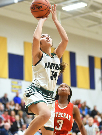 Elyria Catholic beats Lutheran West to advance to regionals