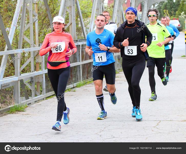 depositphotos_162106114-stock-photo-half-marathon-runners.jpg