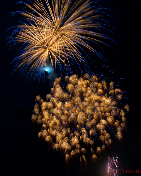070417 Luray VA Downtown Fireworks - BlueTipped Gold Sea Urchin over Golden Miniatures-0928.jpg