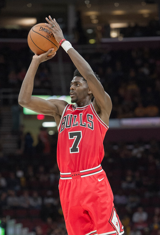 . Chicago Bulls\' Justin Holiday (7) shoots a three-point shot against the Cleveland Cavaliers during the second half of an NBA preseason basketball game in Cleveland, Tuesday, Oct. 10, 2017. The Bulls won 108-94. (AP Photo/Phil Long)