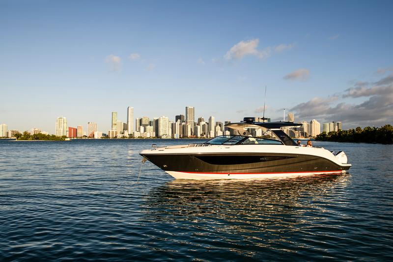 2021-SLX-R-400-e-Outboard-profile-04.jpg