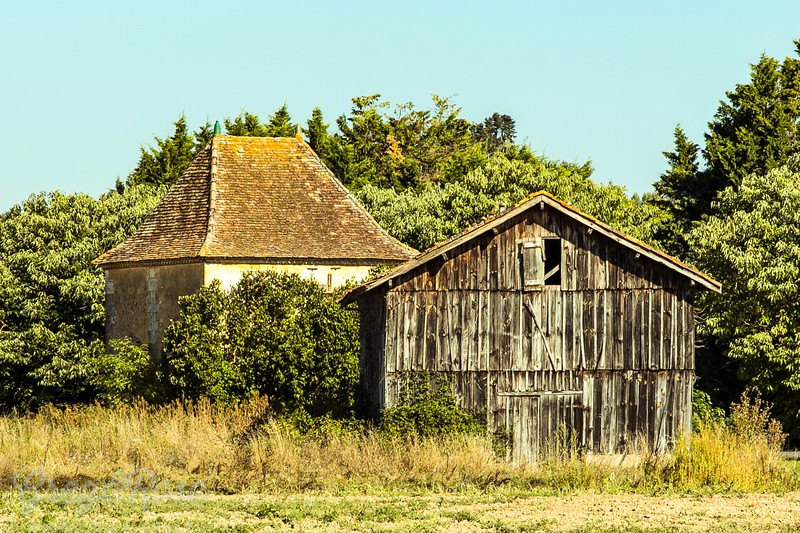 We came across this lovely French barn outside of Bordeaux