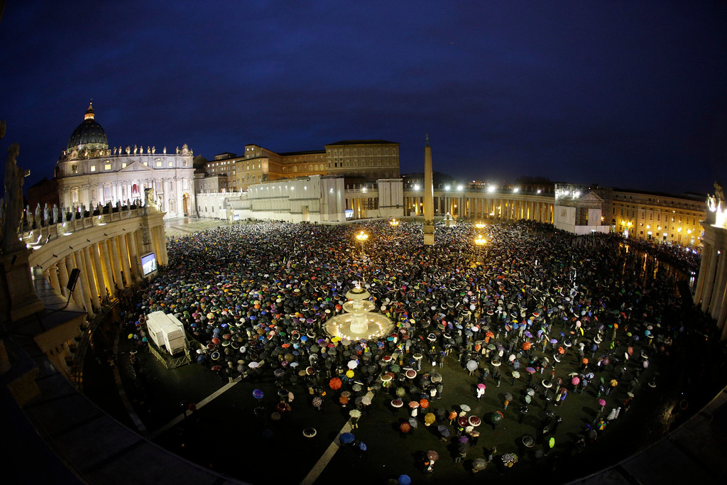 . Crowds gather in St. Peter\'s Square to wait for the election of a new pope by the cardinals in conclave in the Sistine Chapel at the Vatican, Wednesday, March 13, 2013. (AP Photo/Andrew Medichini)