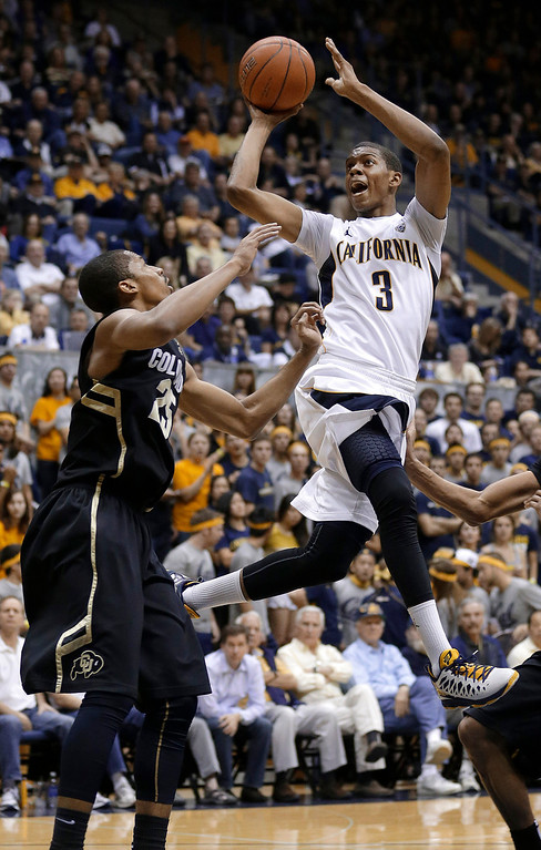 . California guard Tyrone Wallace (3) shoots against Colorado guard Spencer Dinwiddie (25) during the second half of an NCAA college basketball game in Berkeley, Calif., Saturday, March 2, 2013. California won 62-46. (AP Photo/Jeff Chiu)