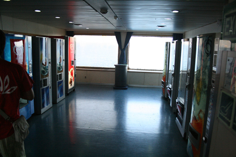 2010 - On board VESTFOLD : drink corner.
