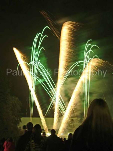 2004_1105putneyfireworks20017_edited-2001.jpg
