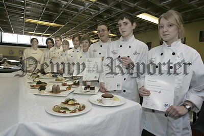 Champion school chef 2006. Pictured are the Finalists and the judges, Michael Deane and Alison Crothers. 06W7N5