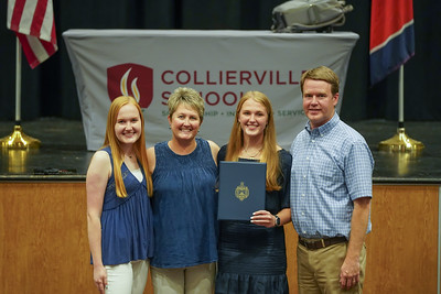 Maggie Ward and others Signing Day 5 11 21