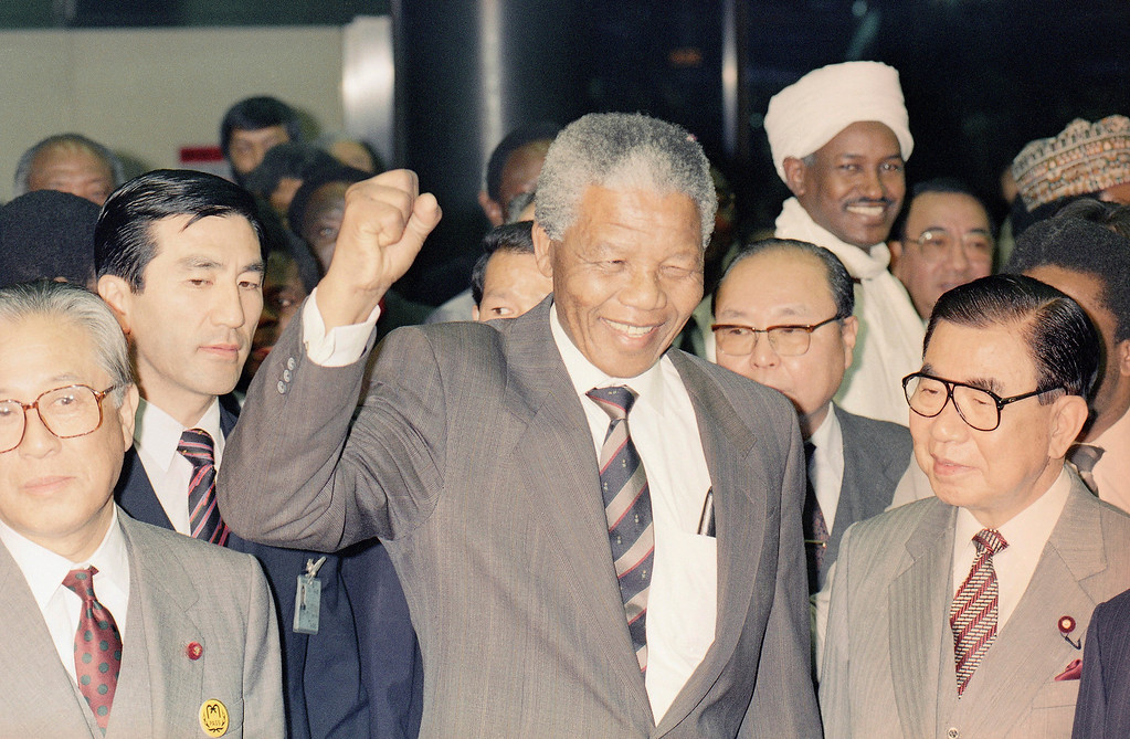 . South African black leader Nelson Mandela shows a black salute upon his arrival at the New Tokyo International Airport, east of Tokyo Saturday, Oct. 27, 1990 in Narita for a six-day visit to Japan as part of a world tour to lobby for continuing support for the anti-apartheid movement. (AP Photo/Tsugufumi Matsumoto)