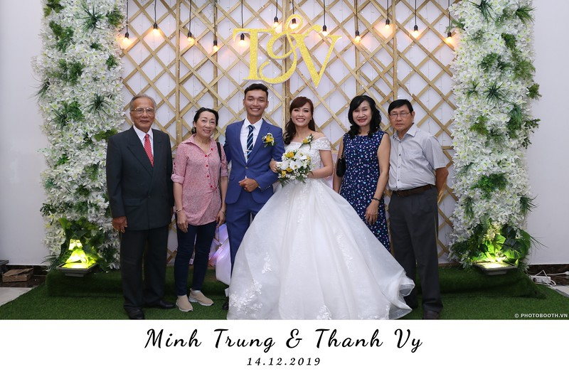 Trung-Vy-wedding-instant-print-photo-booth-Chup-anh-in-hinh-lay-lien-Tiec-cuoi-WefieBox-Photobooth-Vietnam-058.jpg