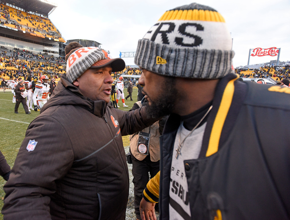 . Cleveland Browns head coach Hue Jackson, left, and Pittsburgh Steelers head coach Mike Tomlin meet on the field following an NFL football game in Pittsburgh, Sunday, Dec. 31, 2017. (AP Photo/Don Wright)