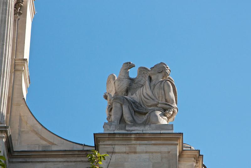 Statue on St-Gervais-et-St-Protais Church