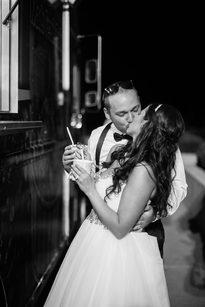 1010_Josh+Lindsey_WeddingBW.jpg