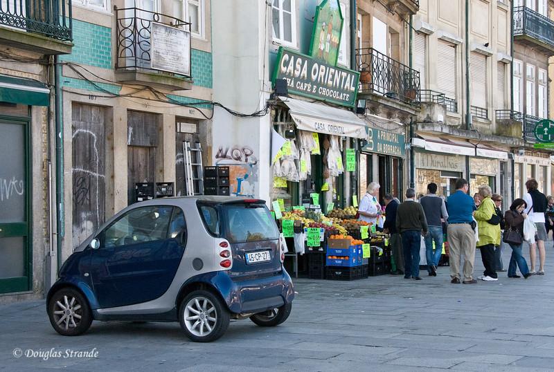 Sat 3/19 in Porto: Outside the Casa Oriental