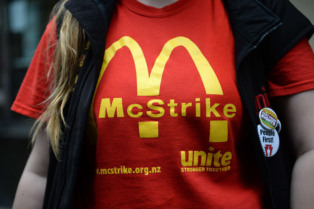 . Fast-food workers take part in a protest to demand an increase of the fast food workers minimum wage in New York, May 15, 2014.  AFP PHOTO/Emmanuel DUNAND/AFP/Getty Images