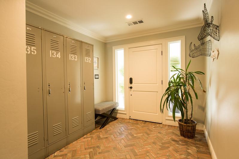 950 entryway-2.jpg