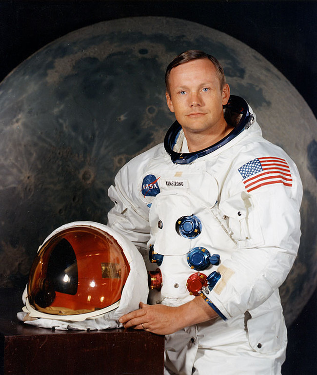 ". <p>8. NEIL ARMSTRONG <p>Memo to ABC: The first man on the moon is valiantly holding on in his fight to remain dead. (unranked) <p><b><a href=\'http://jimromenesko.com/2013/08/27/dear-abc-news-and-others-neil-armstrong-died-last-august/\' target=""_blank\""> HUH?</a></b> <p>    (AFP/Getty Images)"