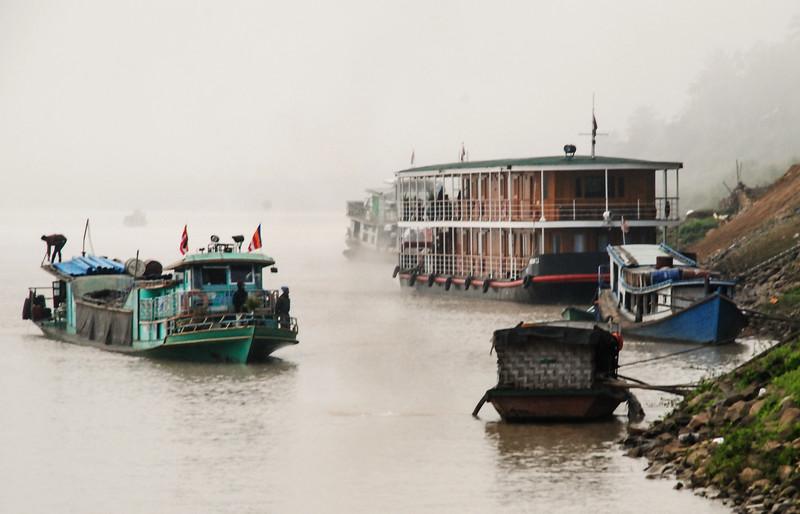 zaw-gyi-in-fog-mawleik_32850816982_o.jpg