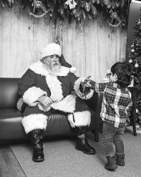 Ameriprise-Santa-Visit-181202-4980-BW.jpg