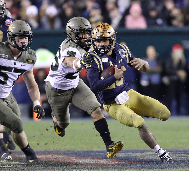 Army #26 Ryan Velez gets a hand on Navy quarterback #10 Malcolm Perry