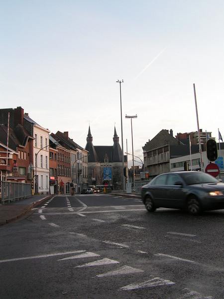 """""""De Leuvense Vaart"""" Is een kanaal dat gelegen is tussen de Vaartkom in Leuven en het Zennegat in Mechelen. Het kanaal werd gegraven in de regeerperiode van Keizerin Maria-Theresia van Oostenrijk (1740-1780). Op de Leuvense Vaart kan men boottochtjes maken. Het meest bekende is het tripje, vertrekkend vanaf de Colomabrug naar Planckendael."""
