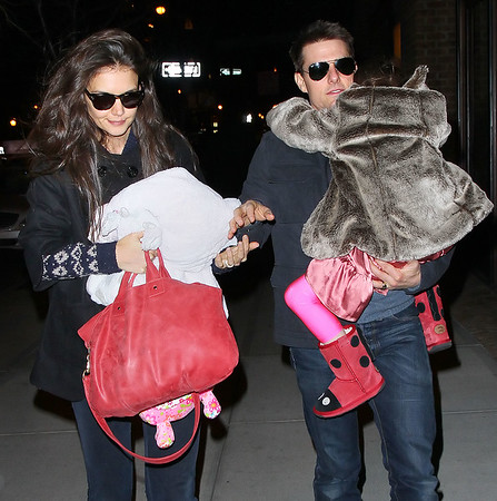 2011-12-17 - Katie Holmes birthday with Tom Cruise and parents