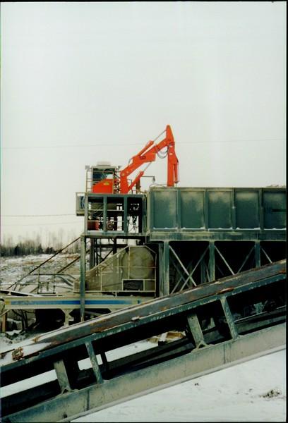 NPK B600 pedestal boom system on platform-secondary breaking (AMI Bedford, IN) (1).JPG