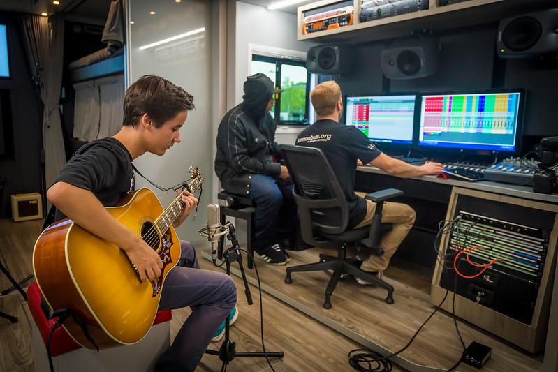 2013_09_21, Swazoon, Amsterdam, Netherlands, NL, Student Recording Session, JLETB, Recording Session, Session, europe.lennonbus.org, Gibson