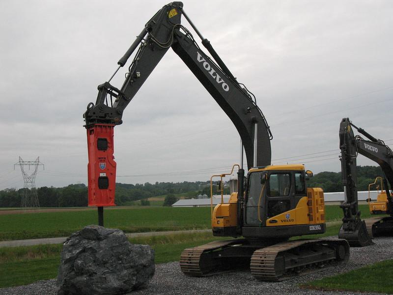 NPK GH10 hydraulic hammer on Volvo EC235CL excavator (9).JPG