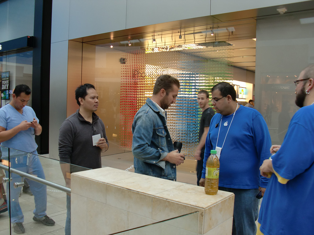 . Getting to the front of the line for iPhone 5c and 5s handsets on Friday, Sept. 20, 2013, at Westfield Topanga in Canoga Park, meant that an Apple Store employee was ready to escort you into the store to make your purchase. (Photo by Steven Rosenberg/Los Angeles Daily News)