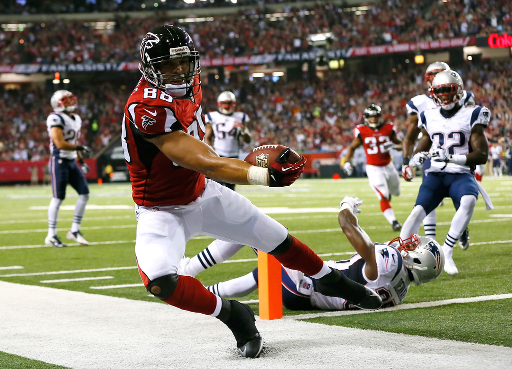 . Tony Gonzalez #88 of the Atlanta Falcons scores a touchdown past Alfonzo Dennard #37 of the New England Patriots at Georgia Dome on September 29, 2013 in Atlanta, Georgia.  (Photo by Kevin C. Cox/Getty Images)