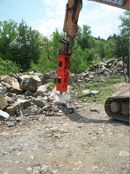 NPK GH10 hydraulic hammer on Case excavator  (3).JPG