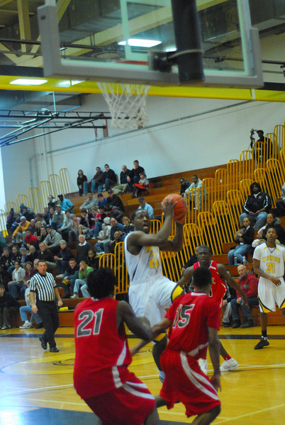 20090301_MCC Basketball_5615.JPG